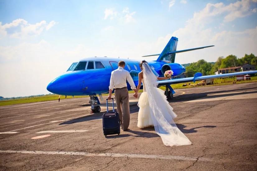 Свадебное путешествие: 7 причин арендовать частный самолет